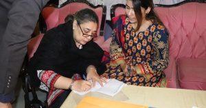women filling form
